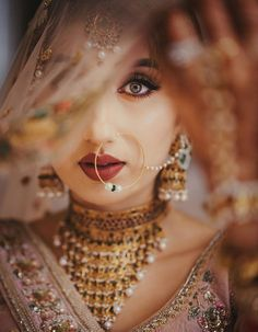 Magnetic dark lip makeup for brides and bridesmaids that they can do on their wedding. Best bridal lip makeup you haven't seen anywhere. Indian Bride Poses, Indian Wedding Poses, Indian Bridal Photos, Indian Wedding Couple Photography, Bride Photography, Indian Wedding Bridesmaids, Indian Wedding Makeup, Photography Ideas, Bridal Portrait Poses