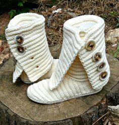 Crochet boots. Crochet shoes pattern.