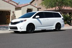 toyota sienna white on black