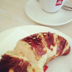 A 5 minute stop at Caraviaggio (Via Meda, Milan) is always worth it. Highly recommended: Fennel seed brioche and an Illy caffè machiato