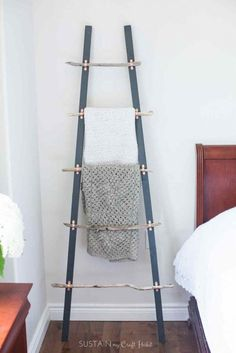 How to Make a DIY Rustic Coastal Blanket Ladder with Driftwood: The Graystone Beach - Bring a bit of the beach home after your summer vacation with this simple and beautiful DIY rustic - Coastal Bedrooms, Coastal Living Rooms, Easy Home Decor, Cheap Home Decor, Rustic Blanket Ladder, Quilt Ladder, Wood Ladder, Beach House Decor, Inspired Homes