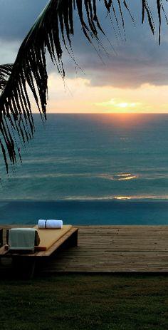Pôr-do-sol em Barra de São Miguel, no estado de Alagoas, Nordeste do Brasil.