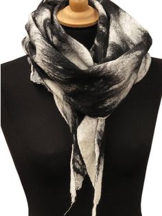 Felted scarves and wraps, Nuno felt scarf, Womens gift, Black and white, Merino wool shawl, Felted wool shawl, Unique handmade shawl Faux fur Chale, noir at blanc feutree This acarf is handmade in a nuno felt technique from extra fine merino wool on black cotton gauze. It is very