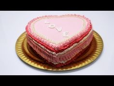 Video tutorial torta decorata in panna montata. English subtitles. Web page multilingual http://www.italiancakes.it/torta-di-san-valentino-panna/