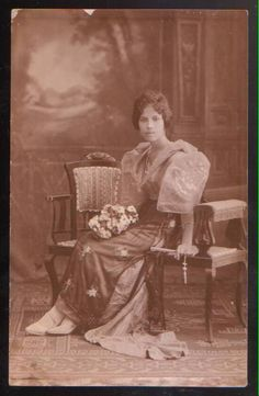vintage everyday: 24 Charming Photo Postcards of Philippine Girls in Traditional Dresses from between Philippines Outfit, Philippines People, Miss Philippines, Philippines Fashion, Vintage Photos Women, Vintage Pictures, Traditional Fashion, Traditional Dresses, Filipiniana Wedding