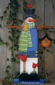 Tall wooden snowman with hat, scarf, birds, and birdhouse. Very nice! Christmas Wood Crafts, Christmas Signs, Country Christmas, Christmas Projects, Winter Christmas, All Things Christmas, Christmas Snowman, Holiday Crafts, Christmas Ornaments