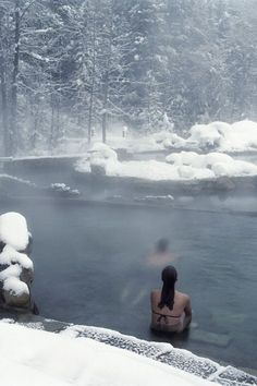 Onsen in Sapporo, Japan. That's looks so awesome to enjoy a hot spring in winter, with snow all round you. It's one of the 10 best winter travel spots as reported by ELLE Magazine. Oh The Places You'll Go, Places To Travel, Travel Destinations, Places To Visit, Travel Tips, Travel Deals, Travel Photos, Aspen Colorado, Denver Colorado