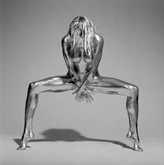 Shiny Photography by Guido Argentini Turns People Into Statues #rihanna #rihannastyle