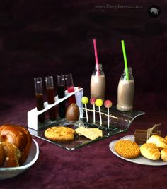 Bespoke dinnerware & glass dinnerware sets for hotels and restaurants. Glass plates, dinnerware and tableware design for professional food presentation. Breakfast Presentation, Food Presentation, Breakfast Set, Plate Design, Glass Tray, Dinnerware Sets, Caramel Apples, Food Styling, Bowls