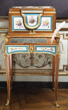 Jewel Coffer On Stand - Porcelain Plaques By Sevres Manufactory   c.1775