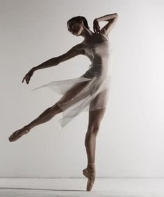 Image uploaded by rover paul ⚤. Find images and videos about beautiful, dance and ballet on We Heart It - the app to get lost in what you love. Ballerina Body, Ballerina Poses, Ballerina Art, Ballerina Dancing, Australian Ballet, Dance Movement, Dance Poses, Dance Picture Poses, Ballet Beautiful