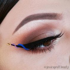 soooooo cool! nyx vivid brights eyeliner! ;)