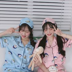 Mayumi and Seo Minji Mode Ulzzang, Ulzzang Korean Girl, Cute Korean Girl, Ulzzang Couple, Asian Girl, Best Friend Pictures, Bff Pictures, Friend Photos, Bff Girls