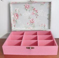 CAIXAS ARTESANAIS E OUTROS MIMOS: Caixa com divisória em tecido poá rosa e floral.