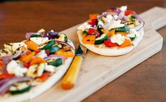 Here are some summer recipes to get you started. Side Recipes, Great Recipes, Pizza Naan, Yummy Eats, Yummy Food, Epicure Recipes, Healthy Recipes, Pizza Legume, Lean Meals