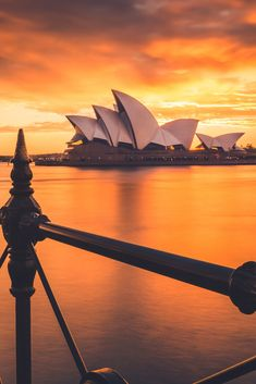 Planning to travel to Sydney? Here is your Sydney travel itinerary! Everything from Bondi Beach to Coastal walks and the Blue Mountains. Great Barrier Reef, Cairns, Sydney Australia Travel, The Rocks Sydney, Melbourne, Adventure Travel Companies, New Zealand Adventure, Bondi Beach, Travel Photos