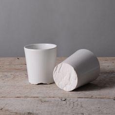 Treebark cup pine www.fennaoosterhoff.nl #ceramics #pine #tree #tableware #white #nature #texture #porcelain