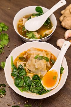 supa wonton A Traditional Chinese Food, Thai Red Curry, Ramen, Japanese, Ethnic Recipes, Soups, Japanese Language, Soup
