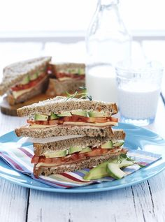 Oppskrift på kreativ matpakke med ost og tomatpesto Pesto, Sandwiches, Brunch, Food And Drink, Recipes, Recipies, Recipe