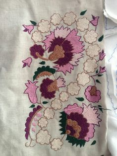 Turk isi ***** Cactus Embroidery, Folk Embroidery, Embroidery Suits, Machine Embroidery Designs, Embroidery Patterns, Turkish Fashion, Bargello, Cutwork, Embroidered Flowers