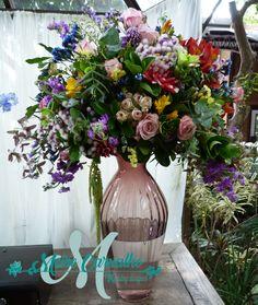 Arranjo mix de cores e flores Mix, Glass Vase, Floral Wreath, Wreaths, Home Decor, Diy House Decor, Wedding Decoration, Colors, Party