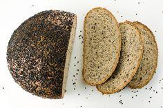 Szezámos-lenmagos paleo kenyér 5 ek szezámpehely (durvára őrölt szezámmag) 5 ek lenmagliszt 5 tojás 1 mk só 1/2 mk őrölt kömény (elhagyható) 1 mk szódabikarbóna 1 ek langyos zsír