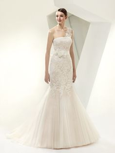 Enzoani Beautiful - BT14-14 with lace strap