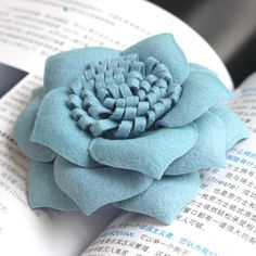 Great idea on paper flowers, felt material