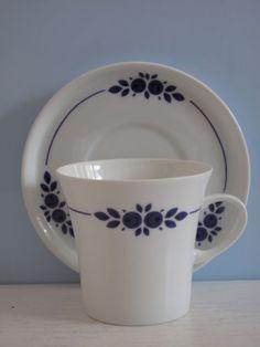 Melitta-Paris-Form-21-blaue-Blueten-Kaffeetasse-mit-Untertasse-Blumen-Tasse