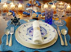 Unique Hanukkah Table Setting this is so beautiful I'm in awwww :)