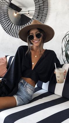 Catchy Summer Outfits To Impress Everyone summer outfits . - Catchy Summer Outfits To Impress Everyone summer outfits that will make you look absolutely stunning! Cute Summer Outfits, Spring Outfits, Casual Outfits, Cute Outfits, Summer Holiday Outfits, Boho Fashion Summer Outfits, Summer Clothes, Beach Style Fashion, Classy Outfits