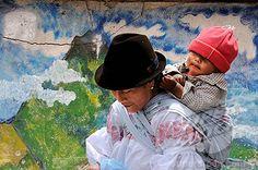 Ecuador: Mother and child