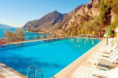 ROMANTIK: Den gode ferie har man, når natur, kultur og romantik går op i en højere enhed - som det opleves i den ganske lille, romantiske fiskerby Limone Sul Garda. Nu kan du oven i købet få rabat på din næste ferie dertil. #ferie #rejser #Gardaøen
