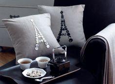 Diy Eiffel Tower pillow with buttons Paris Rooms, Paris Bedroom, Parisian Room, Button Art, Button Crafts, Paris Theme Decor, Paris Crafts, Diy Buttons, Room Themes