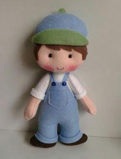Quadrinho Felt Doll Patterns, Quiet Book Patterns, Fabric Dolls, Paper Dolls, Felt Fairy, Felt Decorations, Sewing Dolls, Toy Craft, Boy Doll