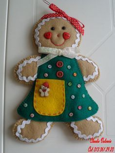 DECORAR TALLER DE MANUALIDADES: GALLETERIA Y DULCERIA Gingerbread Crafts, Christmas Gingerbread, Homemade Christmas, Christmas Crafts, Christmas Decorations, Christmas Wall Hangings, Felt Gifts, Felt Christmas Ornaments, Christmas Sewing