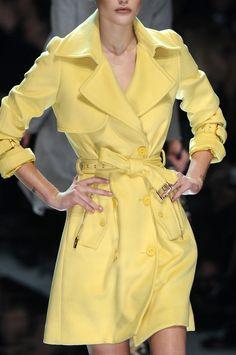 yellow  Otra versión de la gabardina.