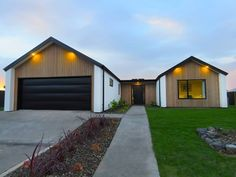 Three bedroom Dunedin showhome by David Reid Homes. The Mosgiel showhome was designed and built with careful attention to detail. Exterior Cladding, Exterior Trim, House Paint Exterior, Modern Exterior, Exterior Design, Roof Design, House Design, Gable House, Gable Roof