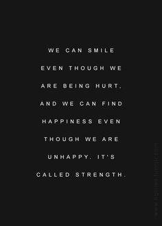Podemos sonrreir incluso siendo heridos, y podemos encontrar felicidad aún cuando somos infelices. Eso se llama FORTALEZA.-  <3