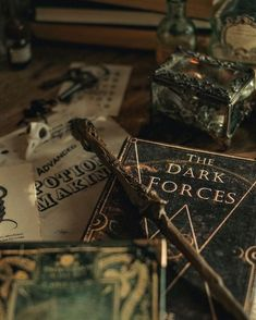 Draco Malfoy Aesthetic, Slytherin Aesthetic, Dark Green Aesthetic, Harry Potter Background, Slytherin Pride, Ravenclaw, Harry Potter Pictures, Harry Potter Wallpaper, James Potter