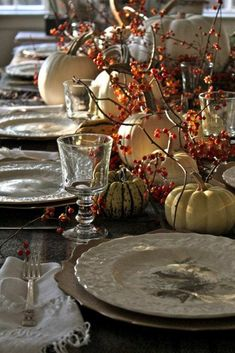 35 Traditional Thanksgiving Tablescapes - The Glam Pad Thanksgiving Table Settings, Thanksgiving Centerpieces, White Kitchen Decor, Thanksgiving Traditions, Copper Kitchen, Fall Table, Autumn Inspiration, Cozy House, Fall Decor