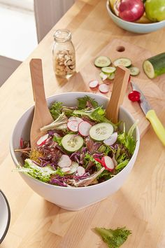 Shop Modern Salad Bowl Serving Set at Urban Outfitters today. We carry all the latest styles, colors and brands for you to choose from right here. Soup And Sandwich, Looks Yummy, Fruit And Veg, Salad Bowls, Saveur, Bon Appetit, Serving Bowls, Cravings, Food Photography
