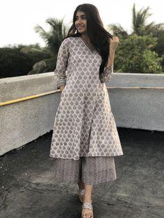 Simple Kurta Designs, Kurta Designs Women, Stylish Dress Designs, Dress Clothes For Women, Girls Fashion Clothes, Fashion Outfits, Casual Indian Fashion, Fancy Kurti, Long Dress Design