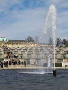 Fontäne vor dem Schloss Sanssouci in Potsdam
