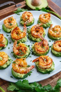Blackened Shrimp Avocado Cucumber Bites / Party / Fingerfood / Buffet Light and tasty blackened creole seasoned shrimp on crisp and juicy cucumber slices with cool and creamy avocado and flavour packed remoulade sauce! Seafood Recipes, Cooking Recipes, Healthy Recipes, Diet Recipes, Easy Recipes, Healthy Pizza, Popular Recipes, Easy Cooking, Healthy Fats