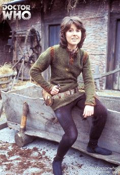 Promotional image of actor Elisabeth Sladen as companion Sarah Jane Smith in her first Doctor Who serial with Jon Pertwee The Time Warriror, United Kingdom, photograph by BBC Media Centre/Television Publicity (photographer unattributed). Sarah Jane Smith, Jon Pertwee, Doctor Who Tv, Doctor Who Companions, Classic Doctor Who, Steven Moffat, Sci Fi Tv Shows, Torchwood, Time Lords