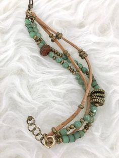 making beaded jewelry Tribal Jewelry, Leather Jewelry, Boho Jewelry, Jewelry Gifts, Beaded Jewelry, Jewelry Bracelets, Jewelry Design, Jewelry Ideas, Making Bracelets