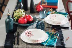 Dunkle Töne bringen das Pur Geflammt Rot zum Leuchten #gmundnerkeramik #handbemaltes #geschirr #design #modern Modern, Pure Products, Table Decorations, Design, Furniture, Home Decor, Hand Painted Dishes, Handmade, Red