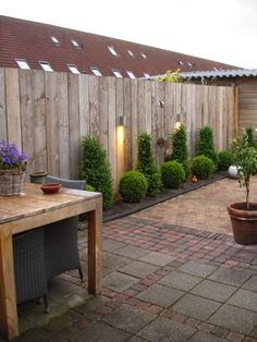60 The best ideas for different types of garden fence boards – Garden Landscaping ideas – – - Garden Types Garden Types, Veg Garden, Garden Fence Panels, Garden Fencing, Bamboo Fencing, Rail Fence, Garden Privacy, Wood Fences, Horse Fence