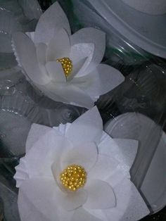How to make a Magnolia out of Wafer Paper - CakesDecor www.facebook.com/perfectindulgencecakes.